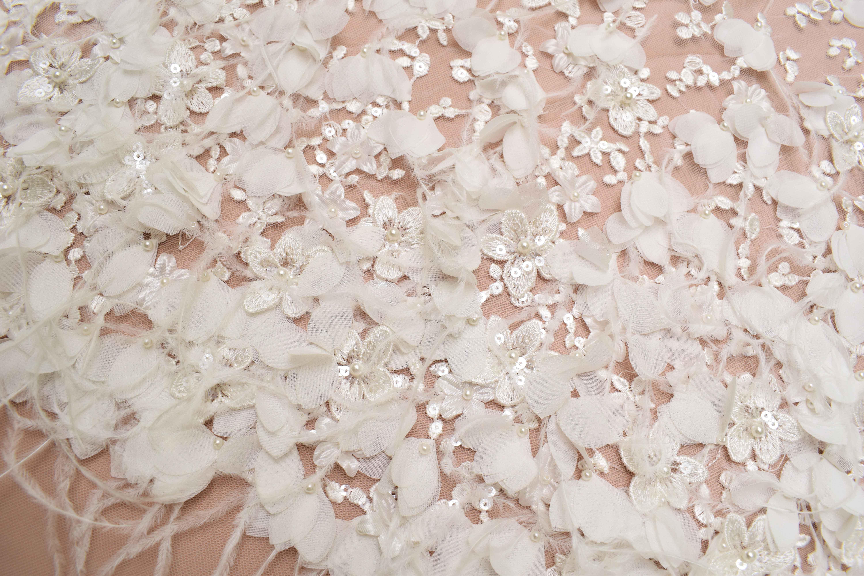 362085d1a23e2a Шукаєте де купити весільні тканини оптом?