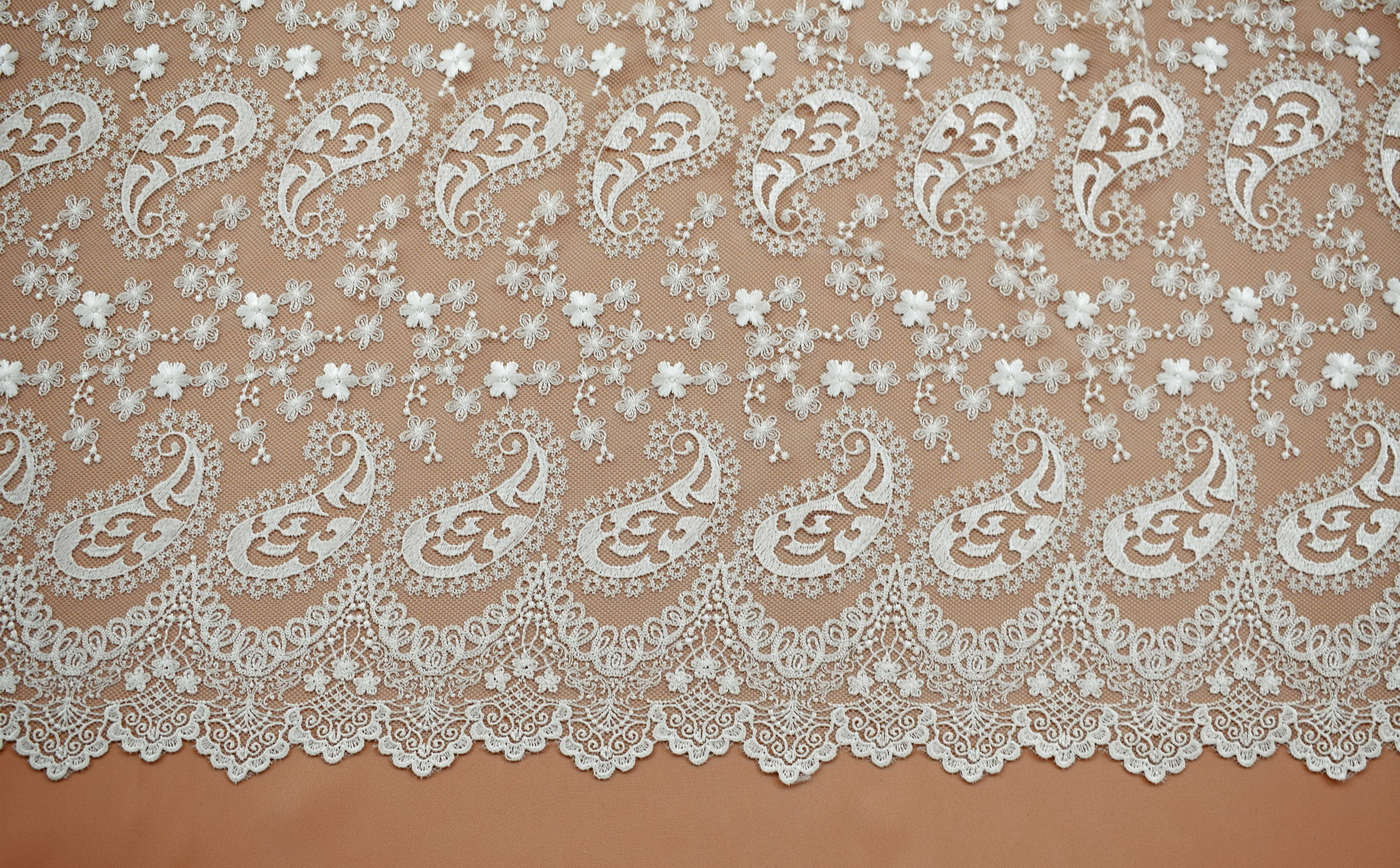 Macrame: Embroidered «L80042»